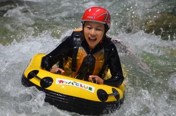 <span>ハイドロスピード</span>川版ボディーボードで、川の中を自由自在に泳げます!