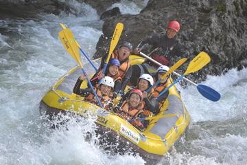 <span>春先だけの期間限定1日コース</span> 日本でも1、2を争う激流ラフティングが楽しめるのはここ群馬県の利根川!